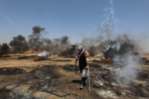 Palestinos participan en las protestas contra la ocupación y el bloqueo israelí en la frontera entre Gaza e Israel, en la localidad de Khan Younis, el pasado viernes 8 de junio de 2018 [Mustafa Hassona / Anadolu Agency]