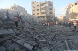 Las fuerzas de la ocupación israelí han bombardeado un centro cultural en Gaza [Mohammed Asad / Middle East Monitor]