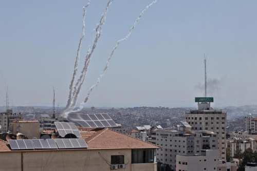 En nuevos ataques, aviones de combate israelíes atacan cinco lugares…