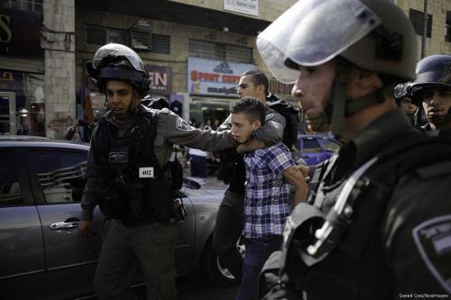 Las fuerzas de ocupación israelíes arrestan a niños palestinos en…