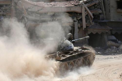 Aviones de fuerza aérea de Haftar bombardean la base gubernamental…