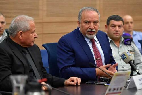 """Lieberman quiere una política """"decisiva"""" contra Hamás para unirse a…"""
