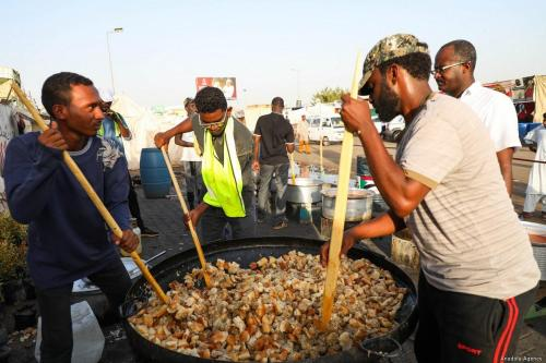 Sudán: un organismo de ayuda de Turquía organiza la comida…