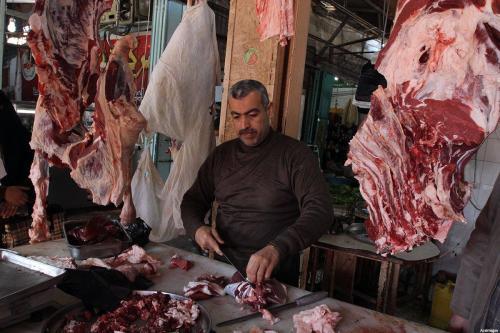 El Ministerio de Awqaf palestino comienza a distribuir carne enviada…