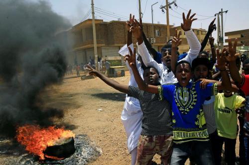 El consejo militar de Sudán abierto a conversaciones mientras las…