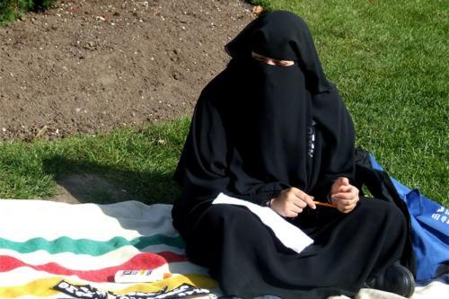 El primer ministro tunecino prohibe el niqab las mujeres después…
