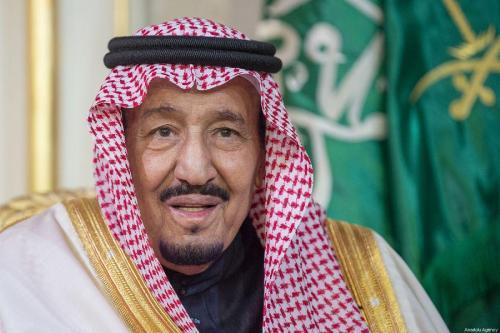 Ex primeros ministros libaneses se reúnen con el rey saudí