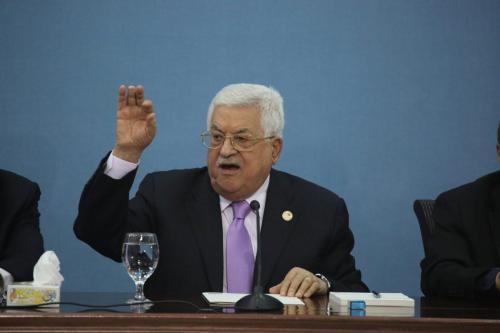 El Parlamento de Fatah pide reconsiderar las relaciones palestinas con…