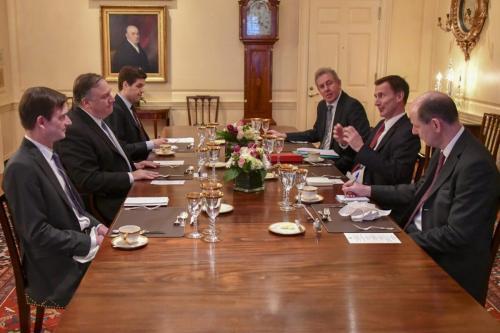 """La administración de Trump es """"excepcionalmente disfuncional"""", dice el embajador…"""