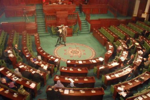 Túnez: El Parlamento considera lanzar una investigación sobre el golpe…