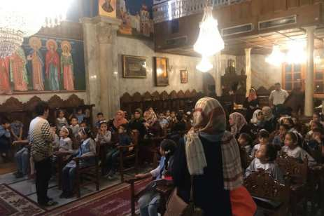 Una delegación de Hamas visita una iglesia católica.