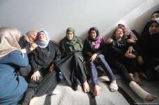 La familia del principal líder de la Yihad Islámica, Bahaa Abul-Ata, llora después de que él y su esposa murieron en un ataque israelí contra su casa en la Franja de Gaza, el 12 de noviembre de 2019 [Mohammed Asad / Middle East Monitor]
