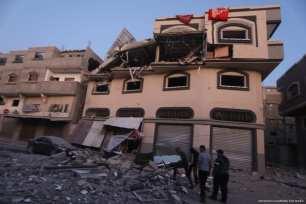 Aviones de ocupación israelíes apuntan a la casa de la figura de la Yihad Islámica de alto rango, Bahaa Abul-Ata, en la Franja de Gaza el 12 de noviembre de 2019 [Mohammed Asad / Middle East Monitor]