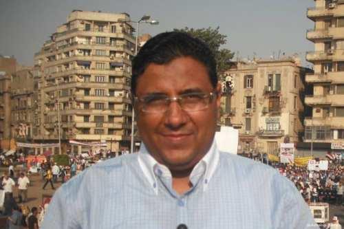La familia de un periodista encarcelado pide a Egipto que…
