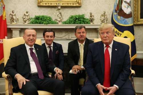 En medio de las tensiones con Turquía, Trump elogia la…