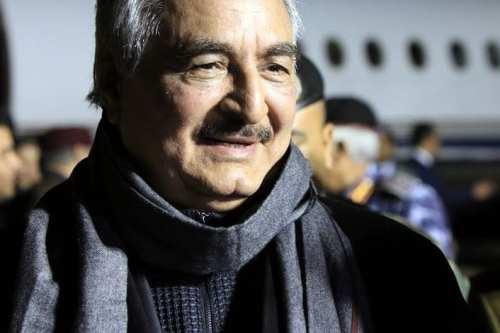 La delegación estadounidense se reúne con Haftar para poner fin…