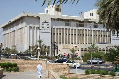 Kuwait reduce la sentencia de un hombre que casi mata…