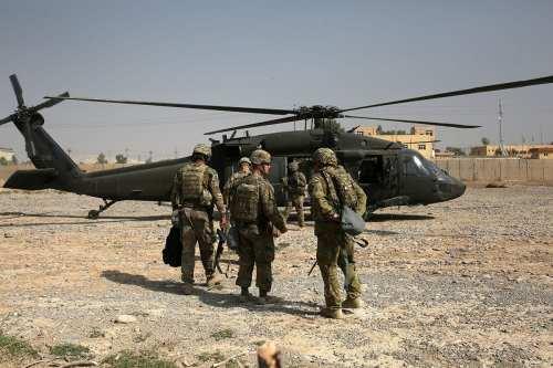 Parlamento de Irak aprueba una resolución para expulsar a las…