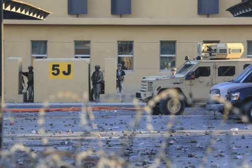 Marines estadounidenses llegan a la embajada de Estados Unidos en…