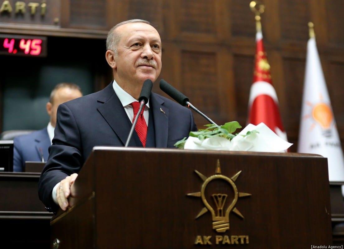 ANKARA, TURQUÍA - 14 DE ENERO: El presidente turco y líder del Partido Justicia y Desarrollo (AK), Recep Tayyip Erdogan, pronuncia un discurso durante la reunión del grupo del partido en la Gran Asamblea Nacional Turca en Ankara, Turquía, el 14 de enero de 2020. (Arda Küçükkaya - Anadolu Agencia)