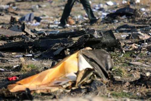 Irán dice que el ejército derribó el avión de pasajeros…