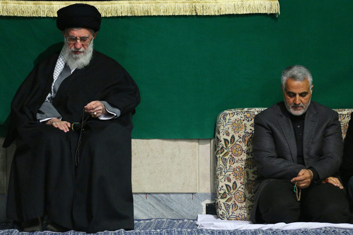 Ayatollah Sayyed Ali Khamenei y Qasem Soleimani el 27 de marzo de 2015 [Wikipedia]