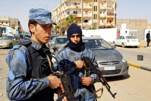 Libia captura a 25 hombres armados afiliados a Haftar