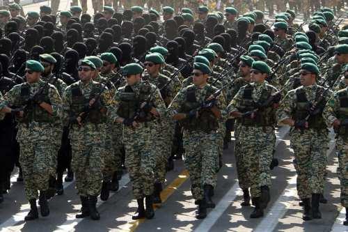 Oficiales de la Guardia Revolucionaria iraní [foto de archivo]