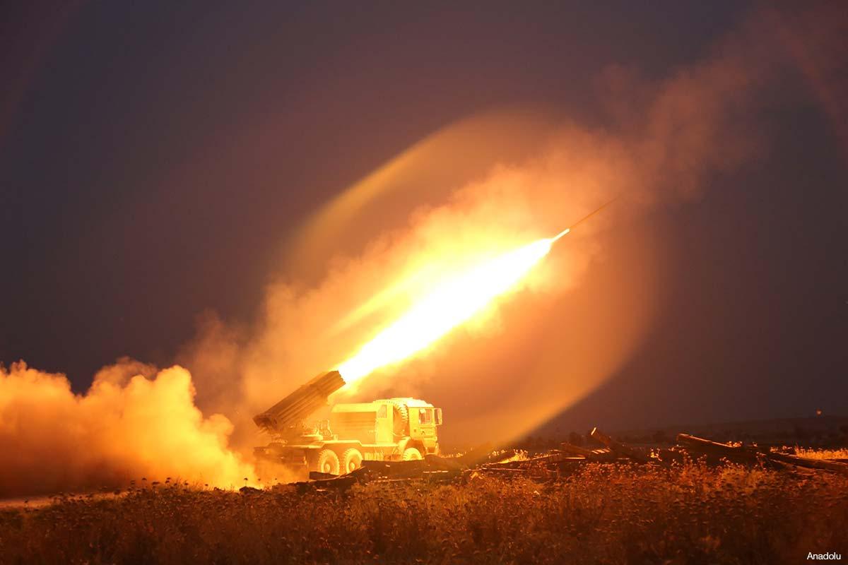Misiles aéreos despegando [foto de archivo]