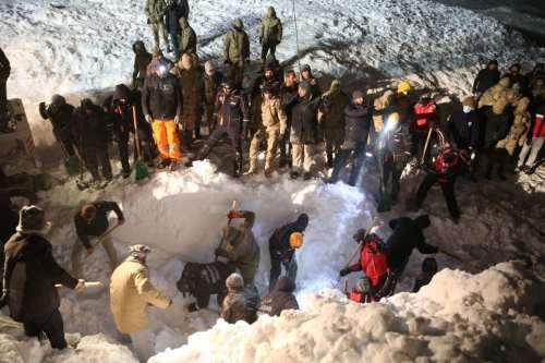Al menos 5 muertos en una avalancha en el este…