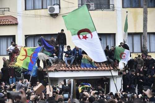 Argelia concede una amnistía a 3.500 presos