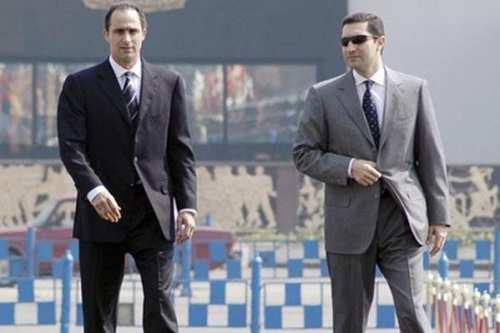 El Tribunal egipcio absuelve a los hijos de Mubarak de…