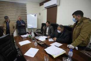 Médicos de Gaza discuten los últimos acontecimientos del brote de coronavirus en Gaza, 21 de marzo de 2020 [Mohammed Asad/Middle East Monitor]