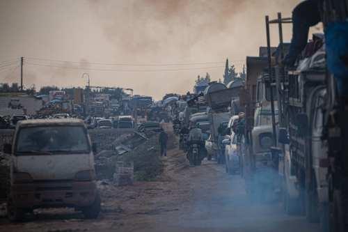 El ejército sirio saquea las propiedades de civiles en Idlib