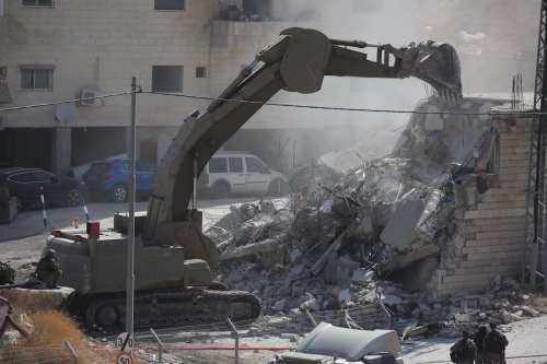 Las fuerzas israelíes hacen una incursión en un pueblo palestino…