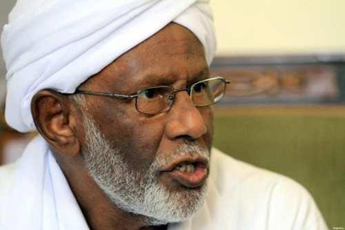 """El partido de Turabi acusa a Sudán de """"arrestar por…"""