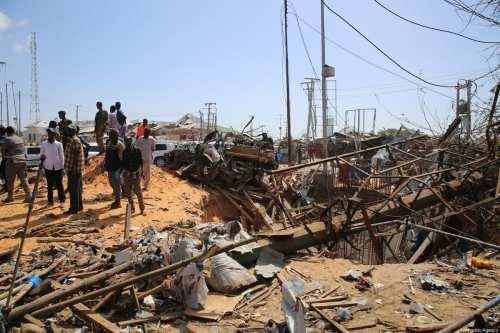 Somalia: Un atentado suicida con coche bomba mata a 9…