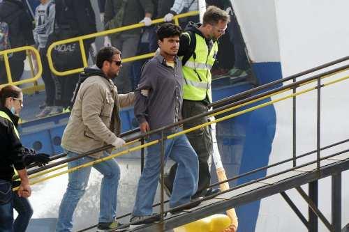 Grecia abre fuego contra un barco de civiles en el…