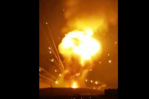 Enormes explosiones sacuden una instalación militar en Jordania, no hay…