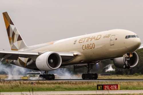 Etihad Airways de los Emiratos Árabes Unidos muestra el templo…