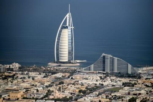 Los EAU suspenden la emisión de visados a los ciudadanos…