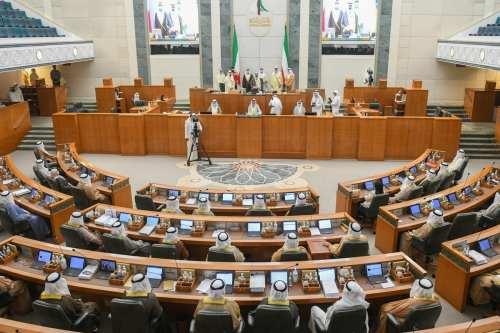 Kuwait recortará empleados públicos y aumentará los empleos del sector…