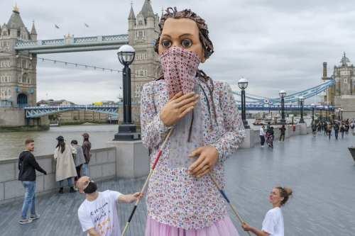 Una marioneta gigante caminará 8.000 km para resaltar la difícil…