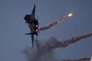 Aviones de guerra israelíes sobrevuelan Beirut violando su espacio aéreo