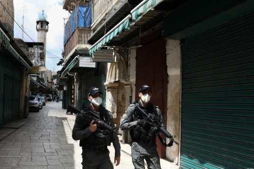 La policía israelí impide que los trabajadores palestinos comparezcan ante…