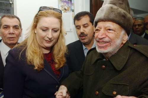 La viuda de Arafat dice que fue citada fuera de…