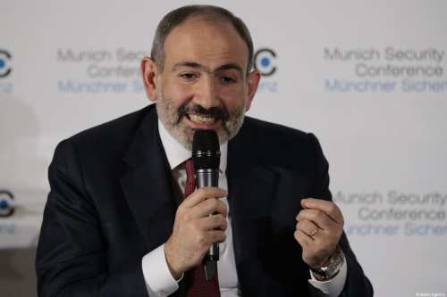 La OTAN insta a la democracia en Armenia