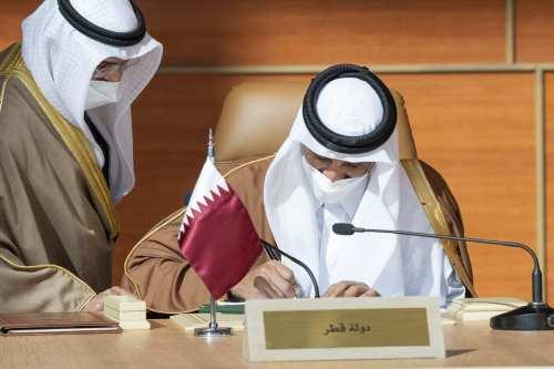 EAU y Qatar celebran su primera reunión desde la reconciliación