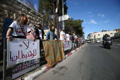 Familias palestinas recurren a Jordania y a la AP para…