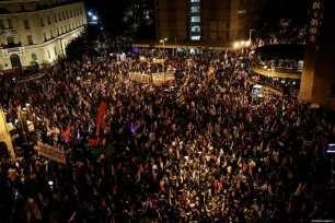 Miles de personas se reúnen frente al Parlamento israelí durante una manifestación para protestar contra el primer ministro israelí Benjamin Netanyahu, en Jerusalén Oeste el 20 de marzo de 2021 [Mostafa Alkharouf / Agencia Anadolu].